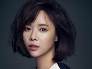 Hwang-Jung-Eum-–-Biography-Husband-and-Family-Life-of-The-Actress-1200x900